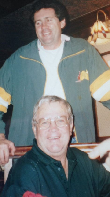 Stan Neave (foreground) with Steve Ricketts at the Red Lion pub, Charing Heath in Kent, during the 1994 Roo tour.